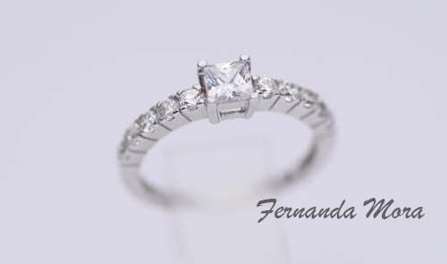 Anillo de oro blanco y diamantes AC14