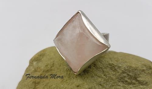 Anillo de plata y cuarzo rosa. AP121